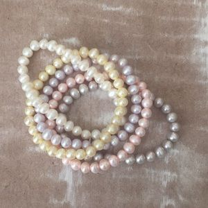 Jewelry - Set of 5 pearl bracelets with gift bag